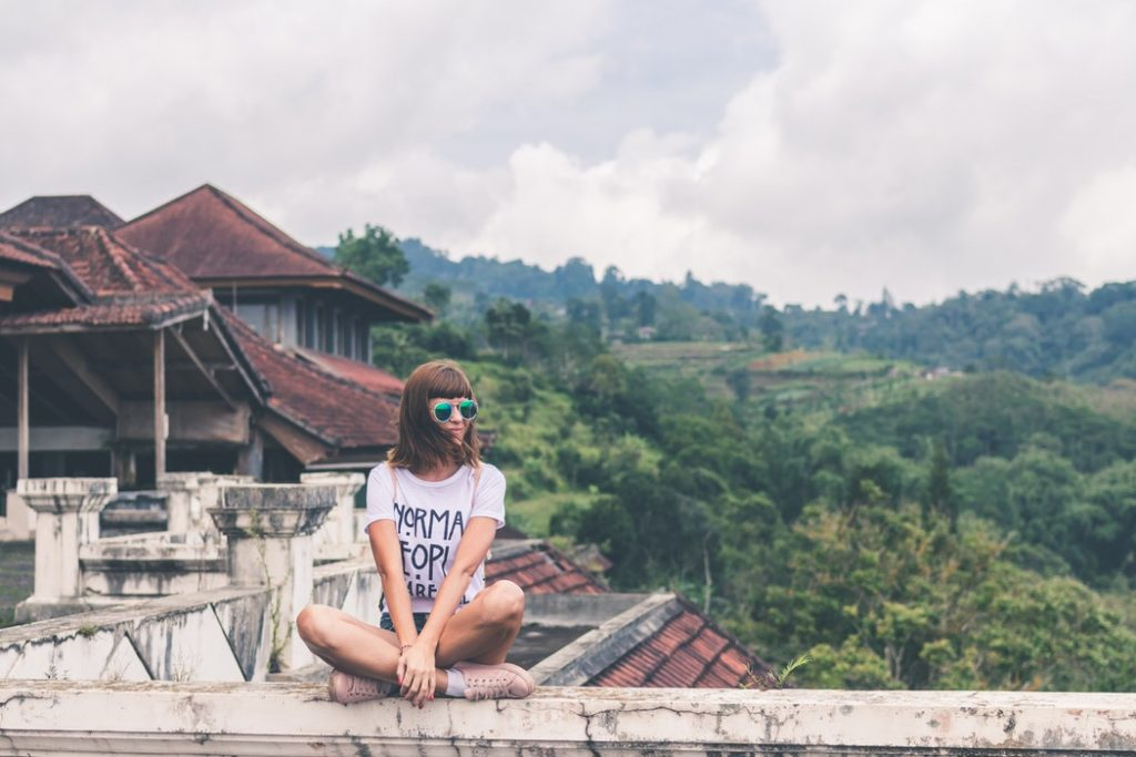 remote work Earning While Traveling digital nomad